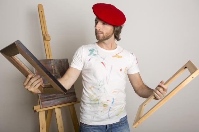 イラストの描き方に迷う男性